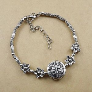 Jewelry - 🌼2/$10🌼 Silver bracelet
